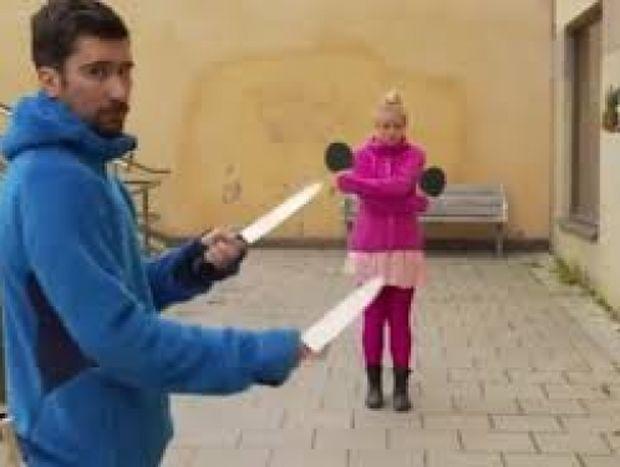 ΣΟΚΑΡΙΣΤΙΚΟ VIDEO: Πινγκ πονγκ με μαχαίρια…αντί για μπαλάκια