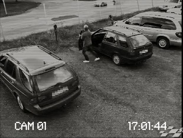 Απίστευτο! Δείτε τι κάνει στο αυτοκίνητό του! Ή τρελός θα είναι η… χαπακωμένος! [Video]