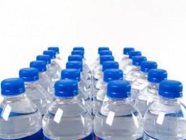 Πίνετε από πλαστικά μπουκάλια; Διαβάστε και ξανασκεφτείτε το