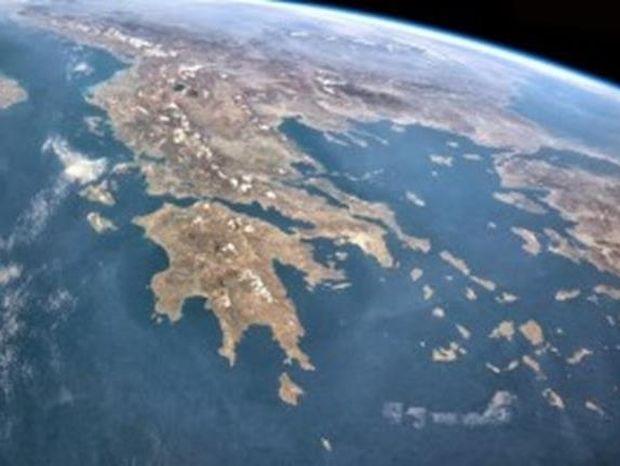Απίστευτη φωτογραφία από την Ελλάδα του 1999 κάνει το γύρο του κόσμου