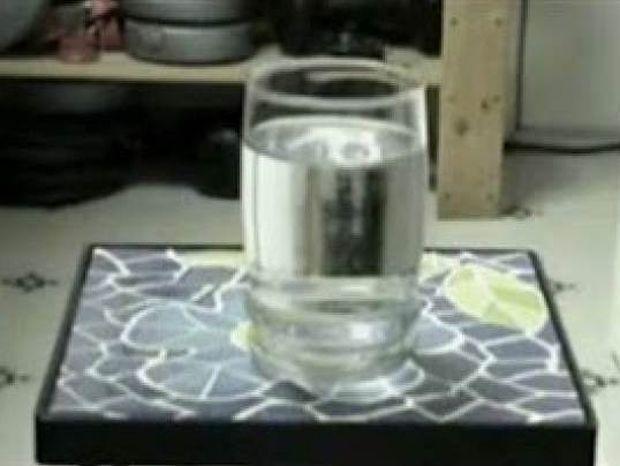 Βίντεο: Πως να μετατρέψετε το νερό σε πάγο σε λίγα δευτερόλεπτα