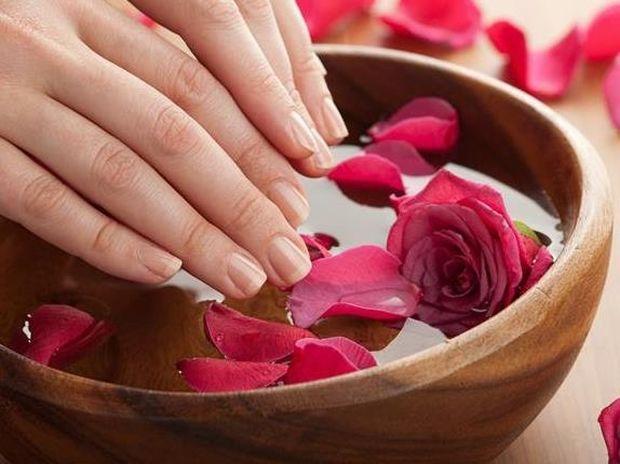 Ξεβάψτε τα νύχια σας φυσικά χωρίς ασετόν!