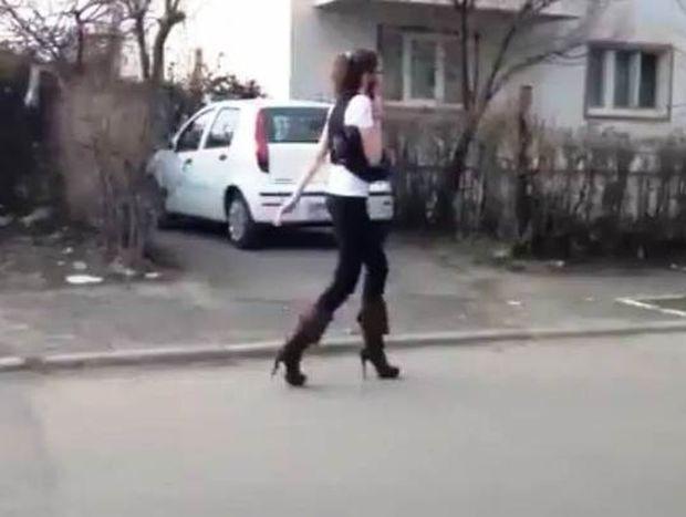 Βίντεο: Πού πας κοπελιά με τα ψηλοτάκουνα;