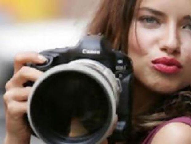10 έξυπνα τρικ για να βγαίνετε καλύτερα στις φωτογραφίες