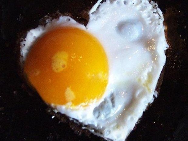 Το κόλπο για να φτιάξετε τα πιο νόστιμα αβγά-μάτια