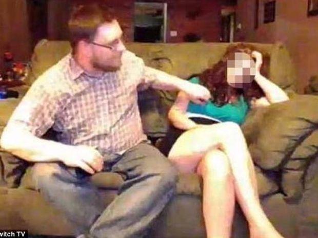 ΣΑΛΟΣ: Έγδυσε τη γυναίκα του και το μετέδωσε live στο διαδίκτυο