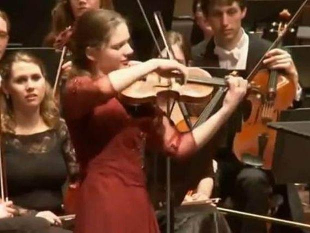 Oλλανδή βιολονίστρια ερμηνεύει Τσιτσάνη! (vid)
