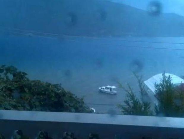 Βίντεο: Δείτε τι γίνεται όταν κεραυνός χτυπάει στη θάλασσα!