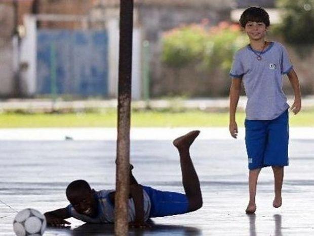 Ο 11χρονος ποδοσφαιριστής της Μπαρτσελόνα που γεννήθηκε χωρίς πέλματα (εικόνες & βίντεο)