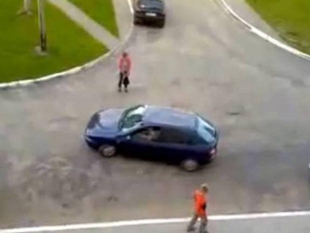 Γυναικείο παρκάρισμα... Η επιστήμη σηκώνει τα χέρια ψηλά! (βίντεο)