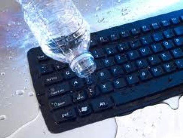 Έπεσε νερό στο πληκτρολόγιό σας; Τι πρέπει να κάνετε
