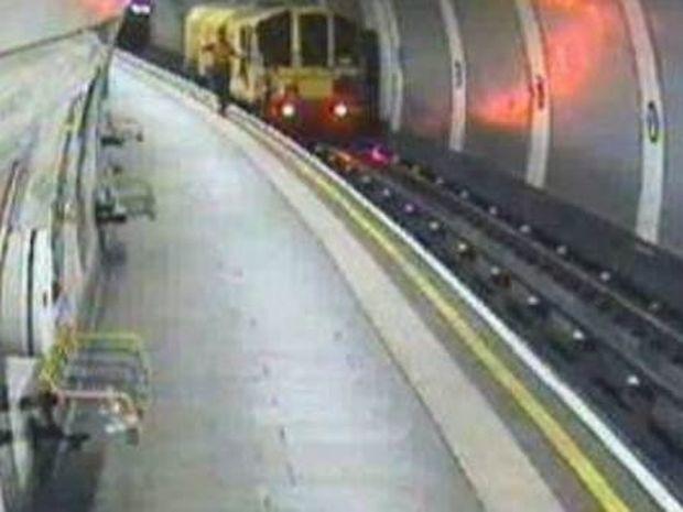 Δείτε την «διαφήμιση» στο μετρό του Λονδίνου για την Ελλάδα