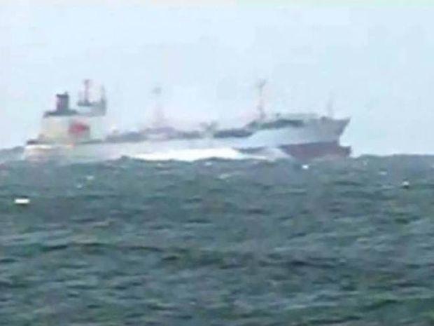 Συγκλονιστικό βίντεο: Θύελλα σηκώνει τάνκερ στον αέρα...