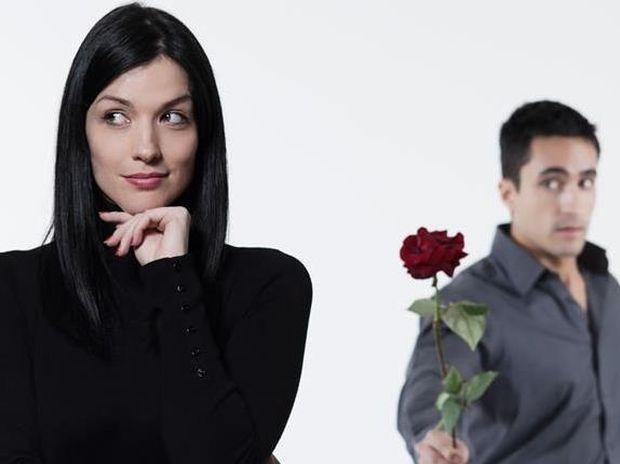 Γιατί οι γυναίκες το παίζουν δύσκολες και πώς το κάνουν