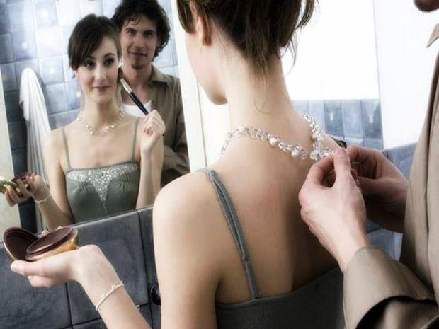 Πως αντιδρούν οι άντρες του ζωδιακού, όταν οι γυναίκες αργούν στο μακιγιάζ;
