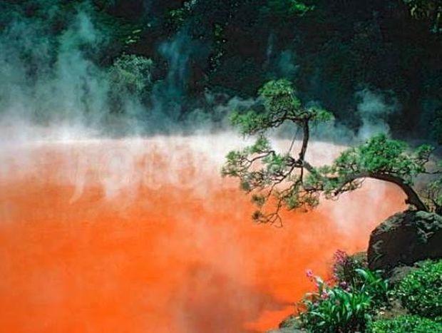Η κόκκινη λίμνη της Κολάσεως! (pics)