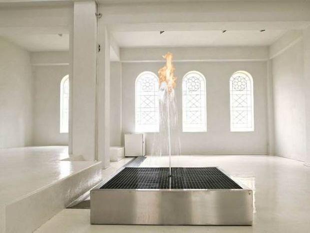 ΠΑΝΕΜΟΡΦΕΣ ΕΙΚΟΝΕΣ: Όταν νερό και φωτιά «παντρεύονται» το θέαμα είναι απλά… εντυπωσιακό