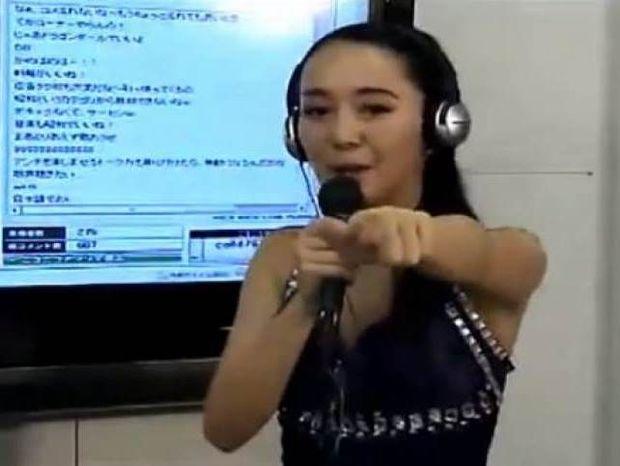 Δεν φαντάζεστε τι τραγουδά αυτή η Γιαπωνέζα (vid)