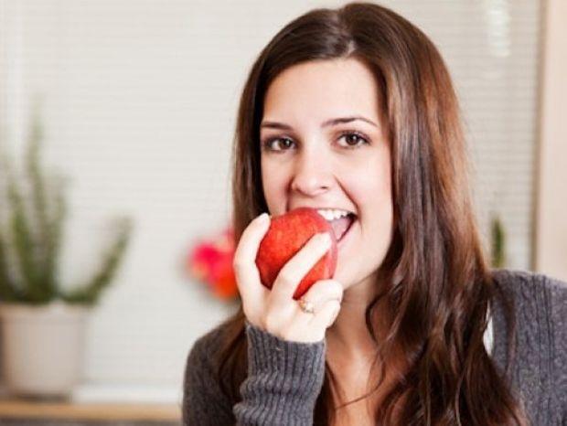 Τα 8 τρόφιμα που πρέπει να έχει κάθε κουζίνα (και κάθε γυναίκα που θέλει να αδυνατίσει)