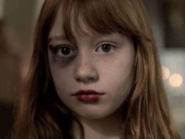 «Από μαμά σε κόρη»... Η νέα καμπάνια για την ενδοοικογενειακή βία