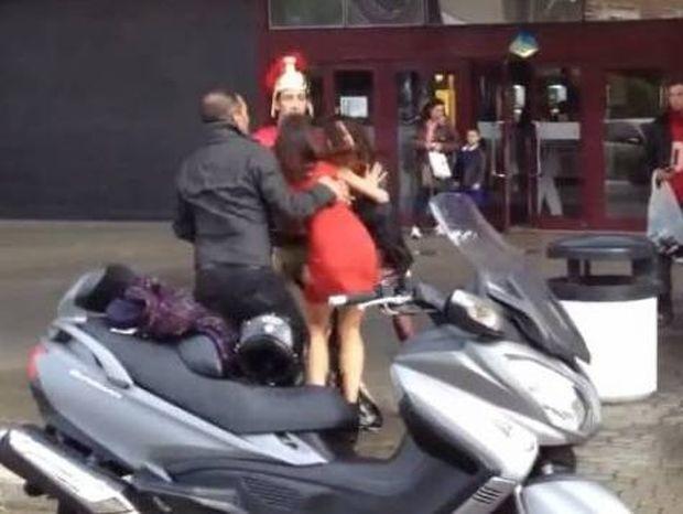 Απίστευτος γυναικοκαβγάς στην Ιταλία! (βίντεο)
