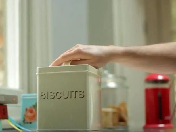 Δείτε το gadget που «φωνάζει» όταν πλησιάζουμε ένα παχυντικό σνακ (βίντεο)