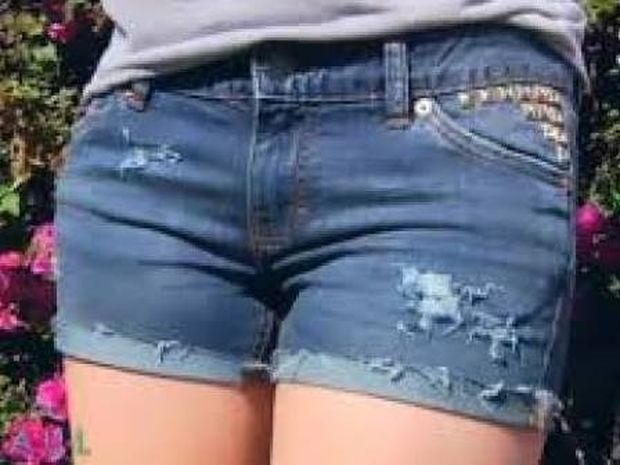 ΑΠΙΣΤΕΥΤΟ: Έγινε ρεζίλι για να... πείσει την κόρη του να ντύνεται πιο σεμνά