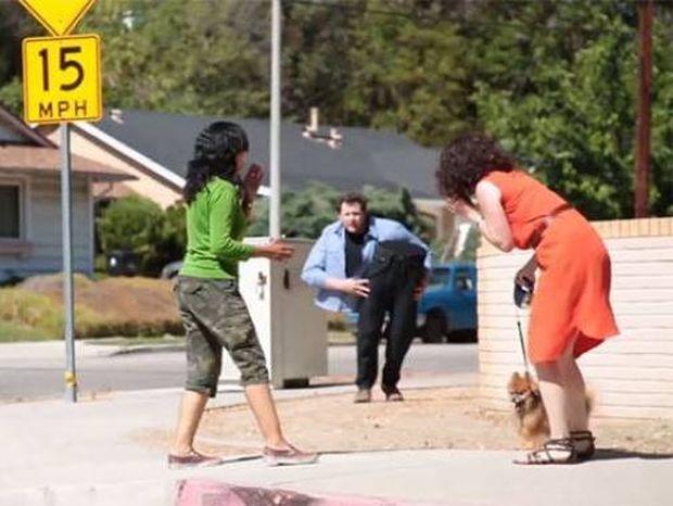 ΑΠΙΘΑΝΟ: Άνδρας κόβει τον εαυτό του στη μέση (Video)