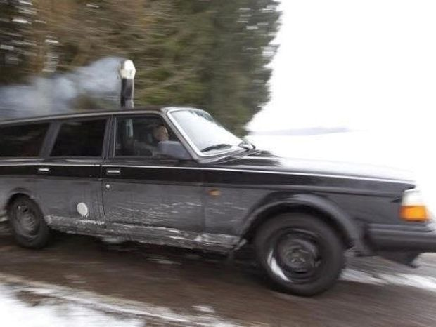 Δεν θα πιστέψετε τι κρύβει στο εσωτερικό του αυτό το αυτοκίνητο! (φωτο)