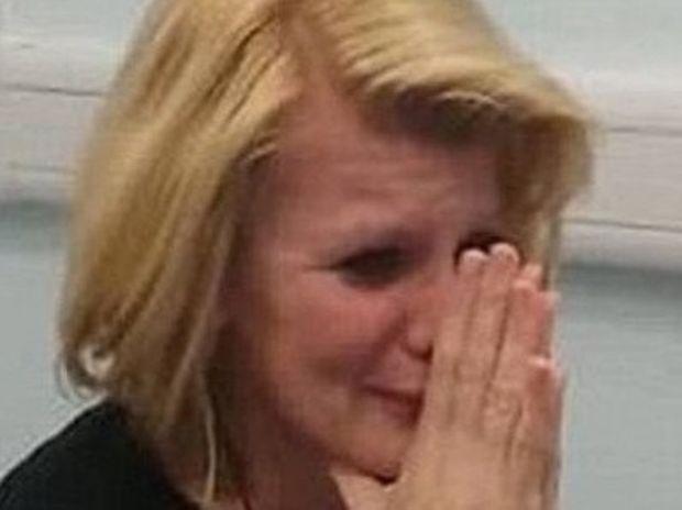 Η συγκλονιστική στιγμή που μια κωφή γυναίκα ακούει για πρώτη φορά (βίντεο)