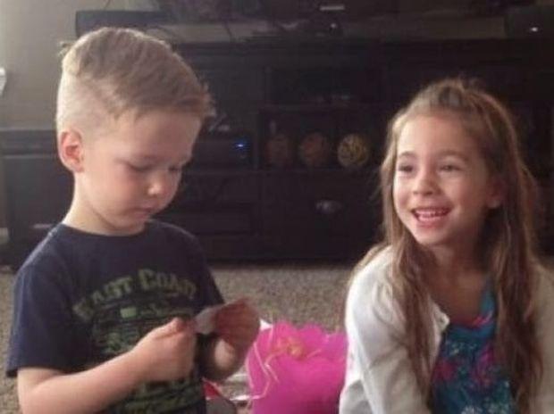 ΥΠΕΡΟΧΟ VIDEO: Τα δύο αδελφάκια μαθαίνουν ότι η μαμά τους είναι έγκυος!