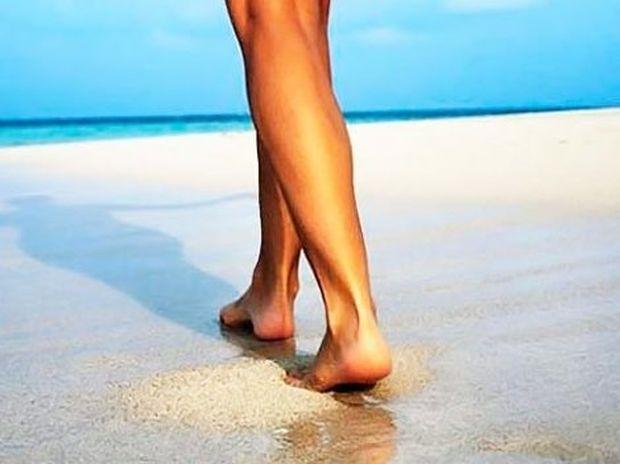 Δείτε τους 10 λόγους για να περπατά κανείς ξυπόλητος στην άμμο