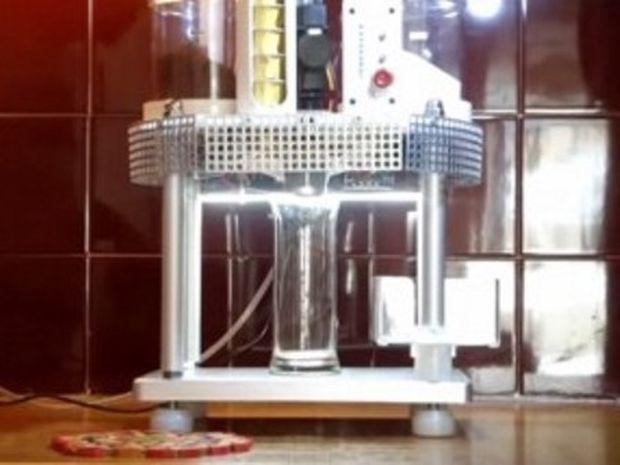 Μηχανή που φτιάχνει φραπέ μόνη της! (βίντεο)