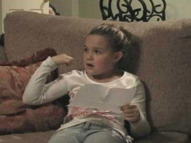Η ανεκτίμητη αντίδραση ενός κοριτσιού όταν της έκαναν δώρο ένα κουτάβι (βίντεο)