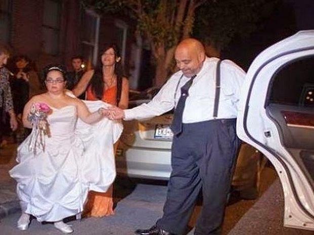 ΜΟΝΑΔΙΚΕΣ ΕΙΚΟΝΕΣ: Ένας διαφορετικός γάμος που συγκινεί