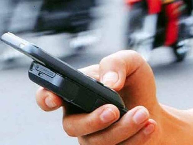Η ζήλια στον έρωτα: Πρέπει ή όχι να ψάξεις το κινητό του;