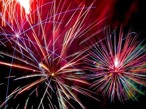 ΜΟΝΑΔΙΚΕΣ ΕΙΚΟΝΕΣ: Η μαγεία των πυροτεχνημάτων… από μέσα!