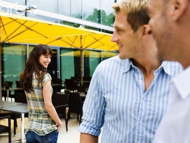 Πώς οι άνδρες τεστάρουν μια γυναίκα για σχέση;