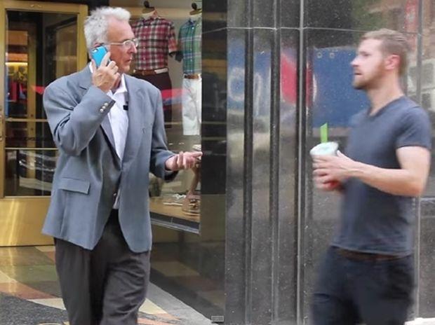 Ένα διδακτικό πείραμα: Άστεγος εναντίον καλοντυμένου! (βίντεο)