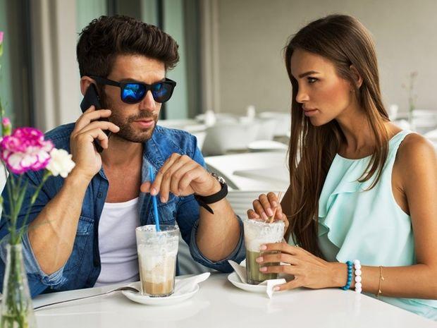 Ζώδια και σχέσεις: Είναι «παίκτης» - σίγουρα τον θέλεις;
