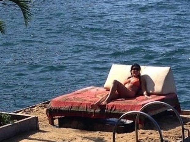 Σε ποιον ανήκει το νησί-κρεβάτι στη θάλασσα (pics)