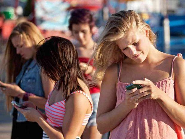 ΑΠΙΣΤΕΥΤΟ: Δε φαντάζεστε πόσες φορές κοιτάμε το κινητό μας μέσα σε μια μέρα!