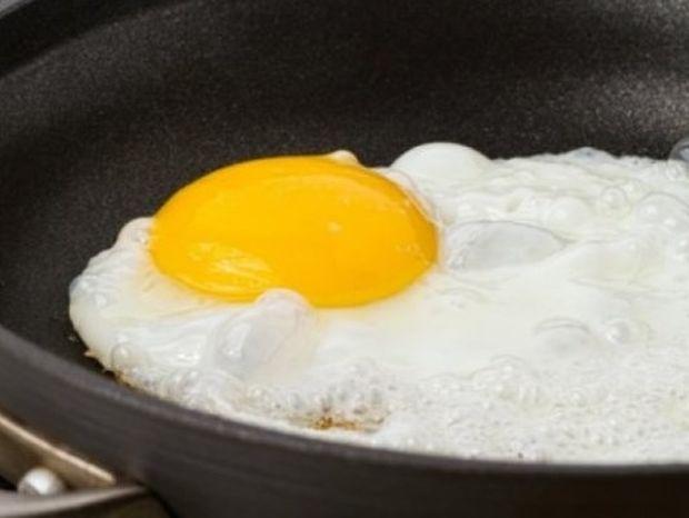 Ο σωστός τρόπος για να τηγανίσουμε ένα αυγό (video)