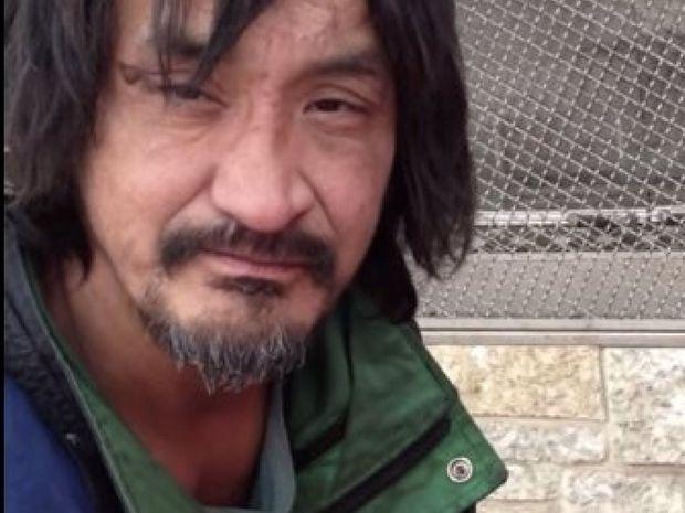 Άστεγος αυτοδίδακτος πιανίστας έγραψε μια υπέροχη μελωδία! (Βίντεο)