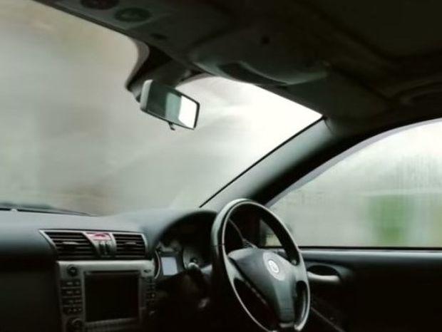 Το κόλπο για να μη θολώσουν ξανά τα τζάμια του αυτοκινήτου σας (video)