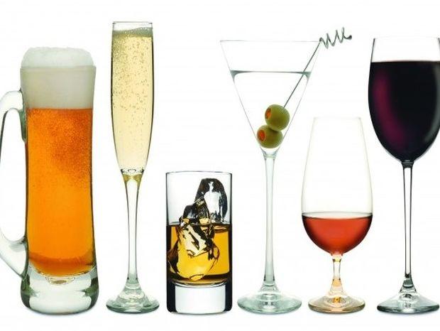 Χρήσιμοι τρόποι να συνέλθετε από το αλκοόλ των γιορτών