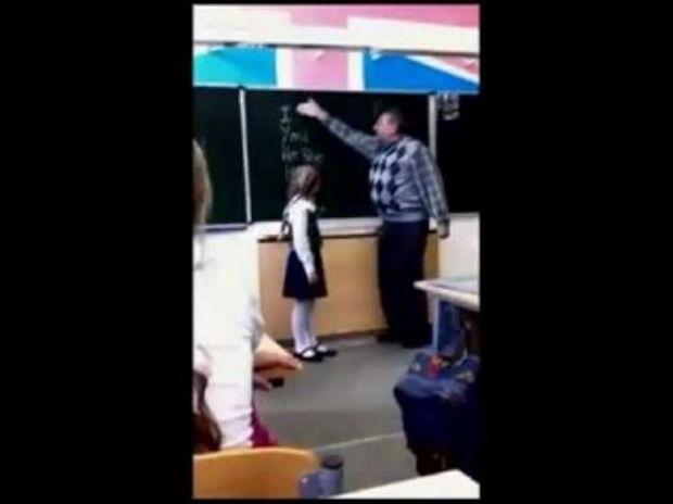 Αυτός ο απαράδεκτος δάσκαλος χτύπησε το κοριτσάκι όμως δείτε τι έπαθε στο τέλος! (Βίντεο)