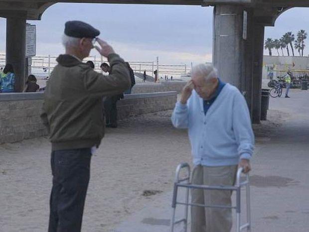Συναντήθηκαν 70 χρόνια μετά! Η ιστορία που θα σας συγκλονίσει! (pics)