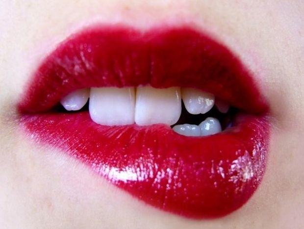 10 φοβερά οφέλη του φιλιού στην υγεία μας!