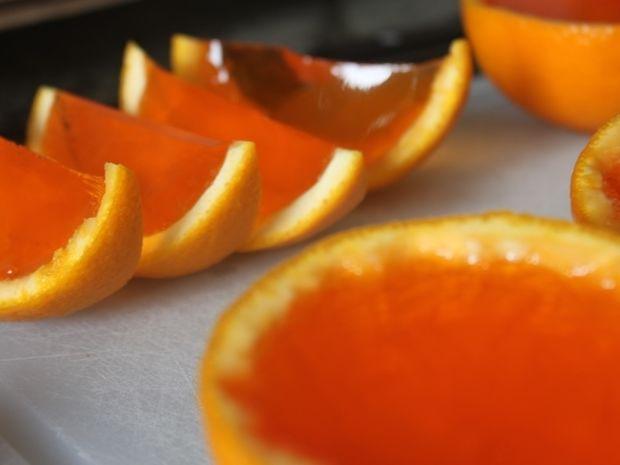 Έριξε χυμό πορτοκαλιού μέσα σε βρασμένο νερό και εντυπωσίασε τους πάντες! (video)